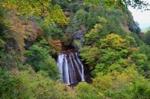 王滝とまわりの紅葉
