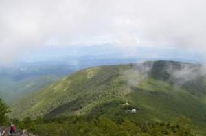 蓼科山山頂直下からの展望