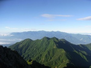 赤岳山頂より権現岳と南アルプス