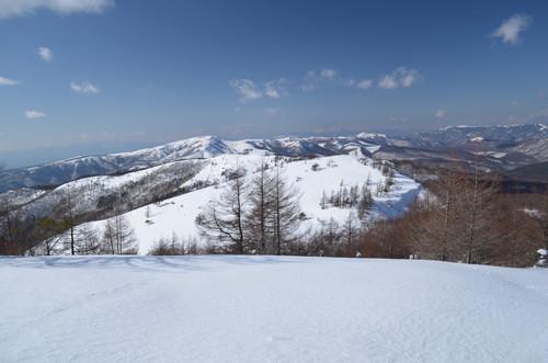 東峰から見る八子ヶ峰西峰へと続く稜線