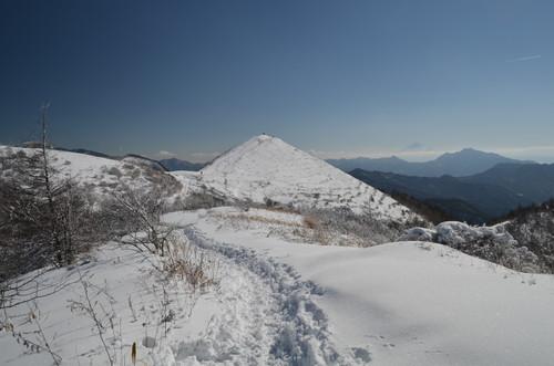 飯盛山へと続く稜線