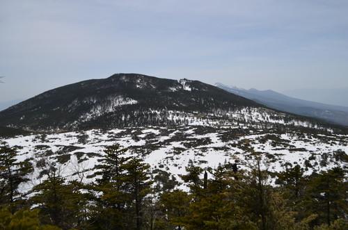 北横岳の登りの途中から見る坪庭