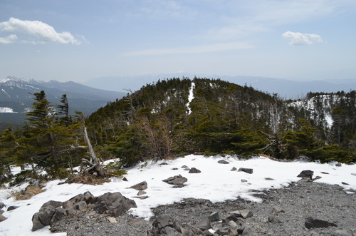 北横岳北峰から見る南峰