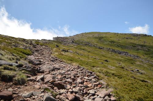 硫黄岳山頂へと続く稜線