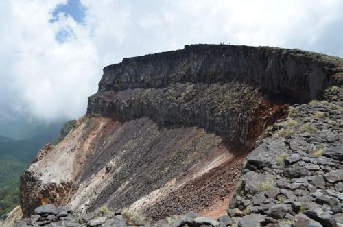 硫黄岳の爆裂火口