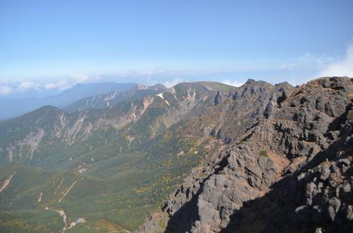 赤岳山頂から見る横岳・硫黄岳
