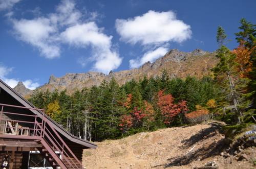 行者小屋から見る横岳