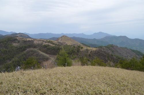 平沢山山頂から見る飯盛山