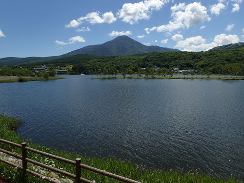 白樺湖から見る蓼科山