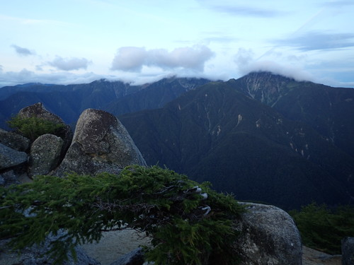 砂払岳付近から見る白峰三山