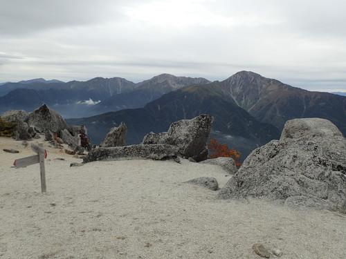 薬師岳山頂から見る白峰三山
