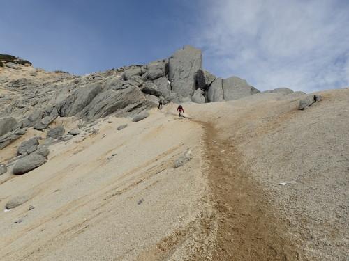 甲斐駒ヶ岳上部の砂地の登り