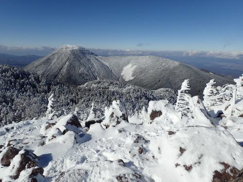 北横岳北峰から見る蓼科山