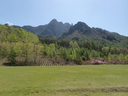 自然公園から望む瑞牆山