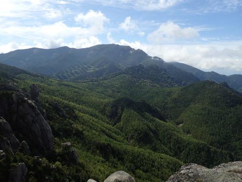 山頂から見る金峰山