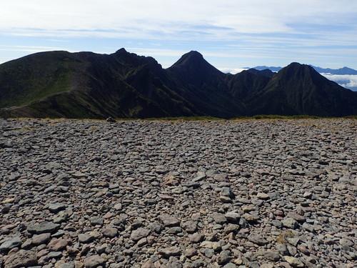 硫黄岳山頂から見る赤岳